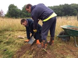 tom-and-rob-planting-meadowsweet-img_4468